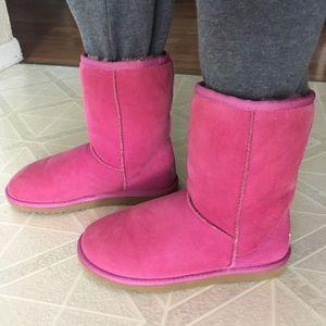 Beautiful  UGG Australia Classic Pink Short Boots